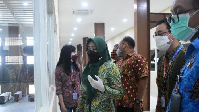 Cegah Klaster Industri, Bupati Mojokerto Instruksikan Perusahaan Pasang Sekat di Kantin
