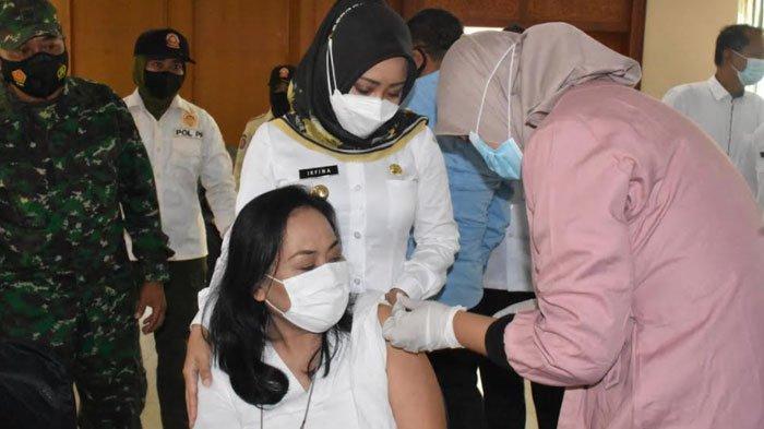 Ratusan Pelaku Usaha di Sektor Pariwisata Mojokerto Jalani Vaksinasi Covid-19