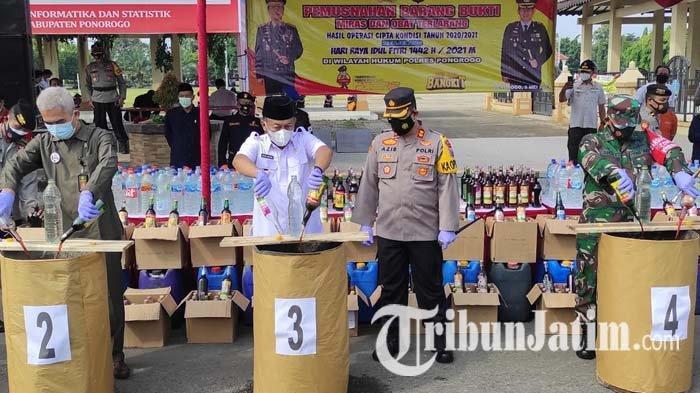 Polres Ponorogo Musnahkan Ribuan Liter Miras & Pil Double L Seusai Apel Operasi Ketupat Semeru 2021