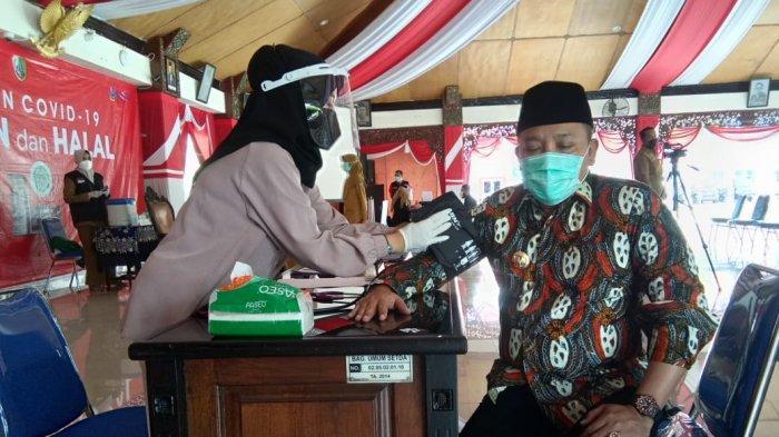 Bupati Sampang Slamet Junaidi Jalankan Vaksinasi Covid-19