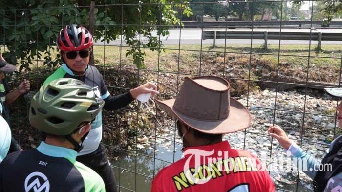 Sampah Menumpuk di Sungai Sidoarjo, Bupati Gus Muhdlor Minta Camat dan Desa Berkolaborasi