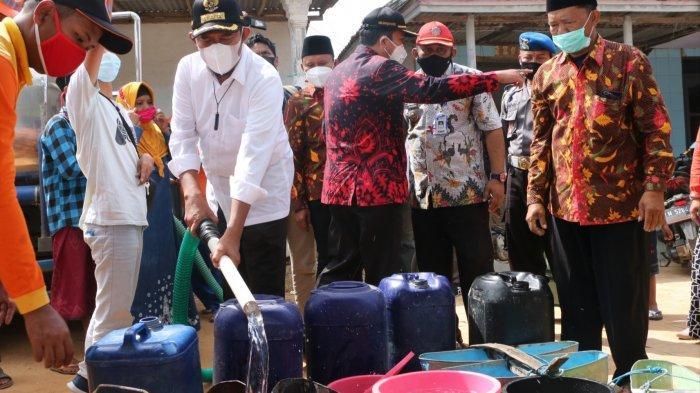 Atasi Kekeringan di Sumenep, Achmad Fauzi Turun Langsung Saat Penyaluran Air Bersih