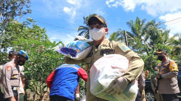 Bupati Trenggalek Salurkan Bantuan Sembako Ke Wilayah Micro Lockdown