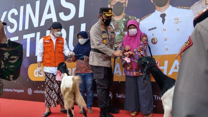 Vaksinasi Massal di Trenggalek, Disediakan Hadiah 35 Kambing dan 80 Ayam