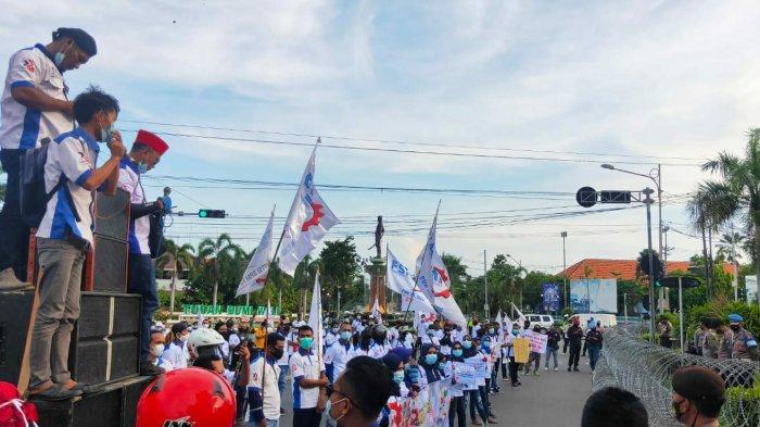 Duduki Jalur Pantura, Buruh Tuban Sampaikan Sejumlah Tuntutan Saat Aksi May Day