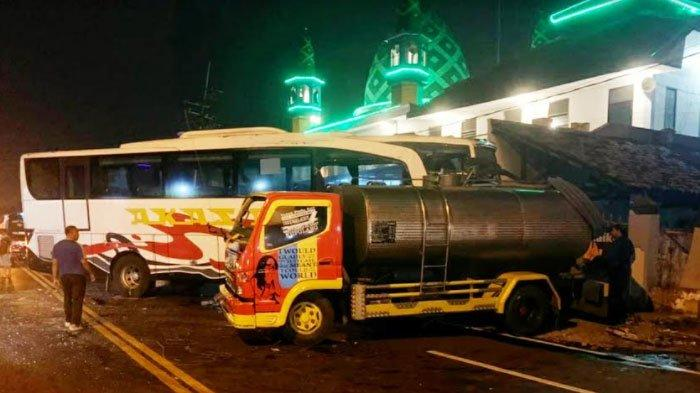 Bus Akas Gagal Nyalip Seruduk Truk Tangki di Mojokerto, Begini Kondisi Penumpangnya