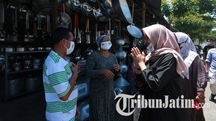Sapa Warga Kalibaru Banyuwangi, Ipuk Fiestiandani Naik Motor Susuri Jalan Setapak