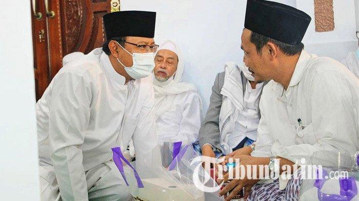 Hadiri Haul KH Abdul Hamid di Pasuruan, Gus Baha Ceritakan Kesepakatannya dengan Gus Ipul