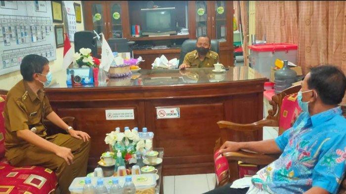 Camat di Surabaya Mulai Ngantor di Balai RW, Buka Layanannya dan Terima Masukan