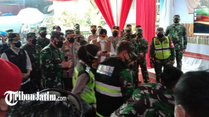 Kunker ke Malang Raya, Panglima TNI Cek Penggunaan Aplikasi Silacak dan inaRISK di Puskesmas