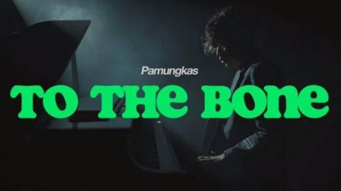 Arti Lirik Lagu Romantis 'To The Bone' Pamungkas yang Viral di TikTok, Take Me Home I'm Fallin'