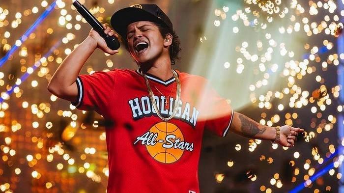 Chord Gitar dan Lirik Lagu 'When I Was Your Man' dari Bruno Mars: But She's Dancing with Another Man