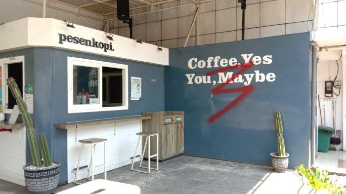 Vandalisme Sasar Kedai Kopi di Malang, Pelaku Coret-Coret Pintu Kaca dan Dinding Kedai