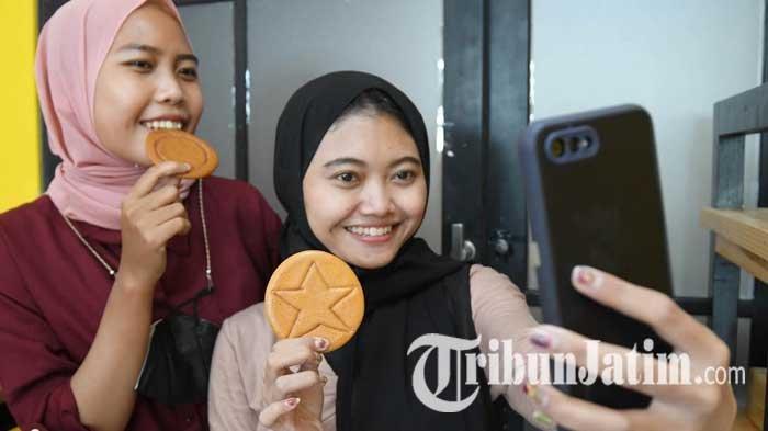 Dalgona Candy 'Squid Game' Kini Hadir di Surabaya, Ada Motif Bulat hingga Payung