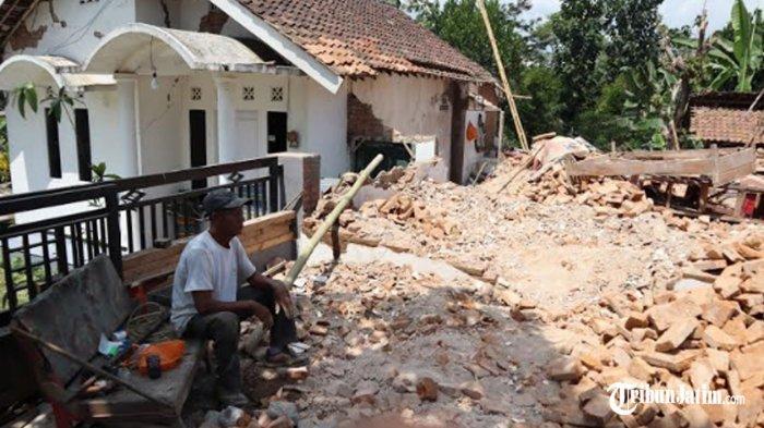 Kendala Penanganan Gempa Bumi di Dampit Kabupaten Malang: Kurang Logistik Kayu dan Tiang Penyangga