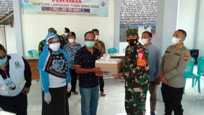 Dandim 0812 dan Kapolres Lamongan Bantu Obat-obatan dan Masker untuk Warga Sidodowo