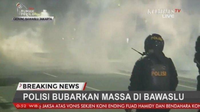 demo-bawaslu-di-jakarta-ricuh-polisi-tembakan-gas-air-mata-hingga-beberapa-orang-diamankan.jpg