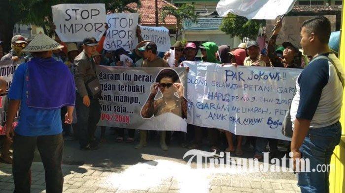 Harga Garam Anjlok, Bikin Para Petani Meradang & Ngluruk ke Diskoperindag Tuban, Minta Stop Impor