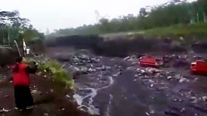 Detik-detik Banjir Lahar Dingin Gunung Semeru Hampir Terjang Truk di Lokasi Tambang Pasir Lumajang