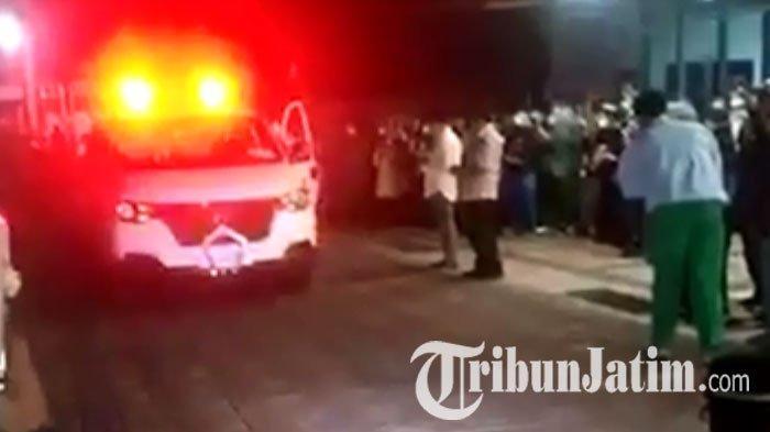 VIRAL VIDEO Pelepasan Jenazah Dokter Sidoarjo Positif Corona, Puluhan Orang Syahadat, Banjir Tangis