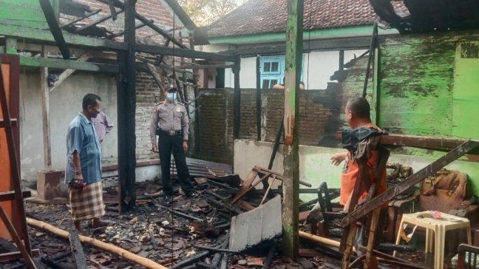 Diduga Akibat Arus Pendek Listrik, Warkop di Kedungpring Lamongan Ludes Terbakar