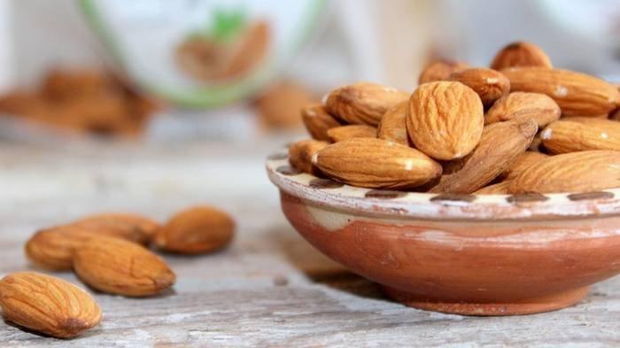 Diet dengan kacang almond.