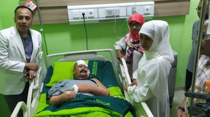 Khofifah Jenguk Korban Penyerangan Polsek Wonokromo, Kondisi Kepala dan Tangan Aiptu Agus Diperban