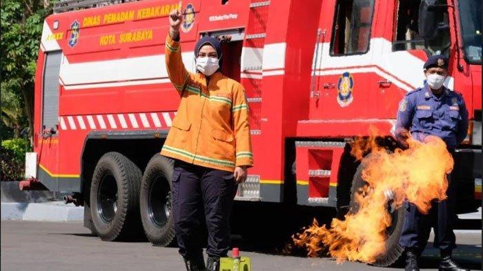 Gelar Simulasi Mitigasi Bencana Kebakaran di Surabaya, Eri Cahyadi Ajak Warga Jadi 'Juru Padam'