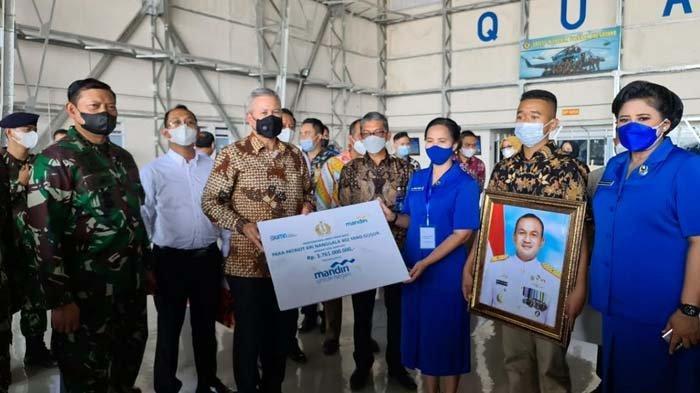 Bank Mandiri Beri Santunan Keluarga Kru KRI Nanggala 402 Sebagai Bagian dari Penghormatan Pahlawan