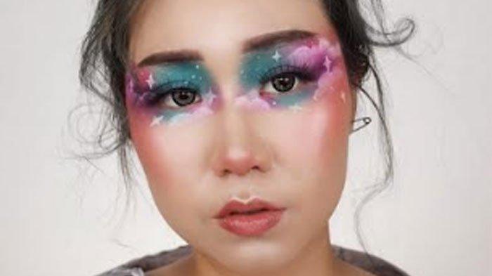 Kangen Pantai Saat Karantina Mandiri, Beatrice Nathania Buat 'Dreamy Cloudy' Makeup Look