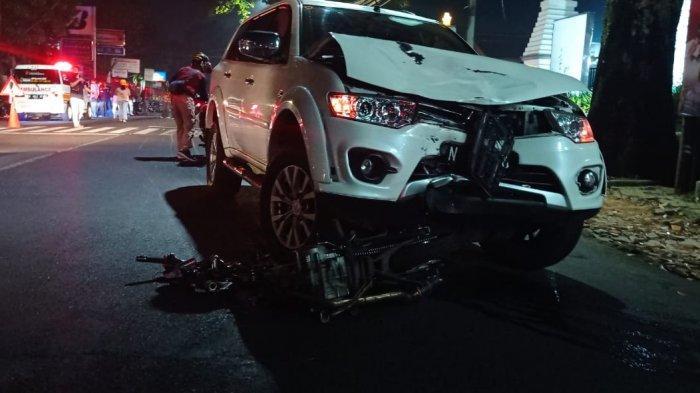 Melebihi Garis Marka Jalan, Pengendara Motor Tabrak Mitsubishi Pajero Hingga Tewas