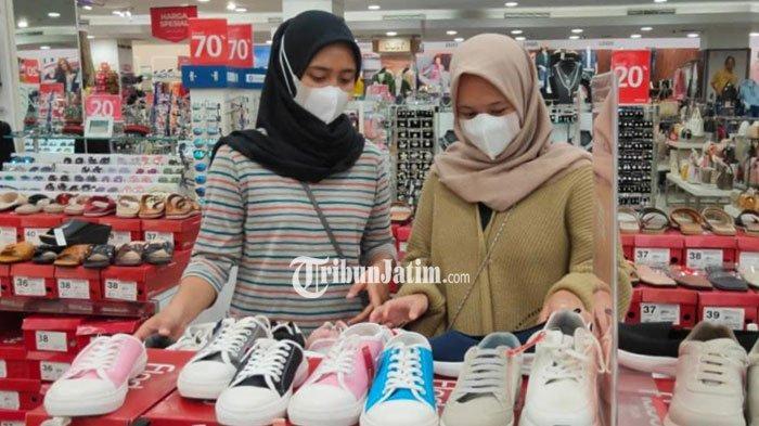Cerita Bahagia Pedagang Tas Setelah Mal di Kota Malang Kembali Dibuka