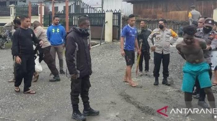 Pria Pembuat Onar Akibat Mabuk Ini Ngamuk Disuruh Pulang ke Rumah, Nekat Serang Polisi Pakai Parang