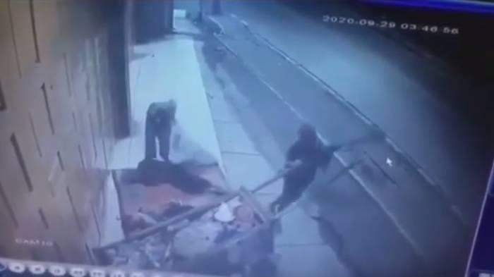 Viral Video CCTV 2 Pemulung Dipukul Pakai Balok Kayu dan Dirampok, 1 Orang Tewas, Ini Kronologinya