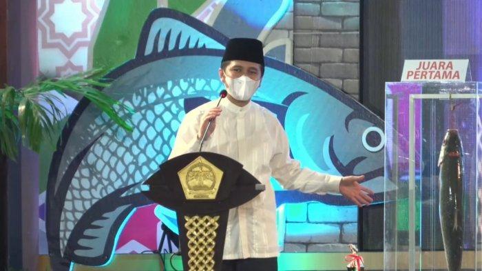 Respon Wagub Emil Lihat Bandeng Kawak Asli Gresik, Sebut Mirip Monster