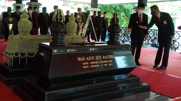 Jelang HUT ke-76 Provinsi Jatim, Emil Ziarah ke Makam Pemrakarsa Pembangunan Jembatan Suramadu