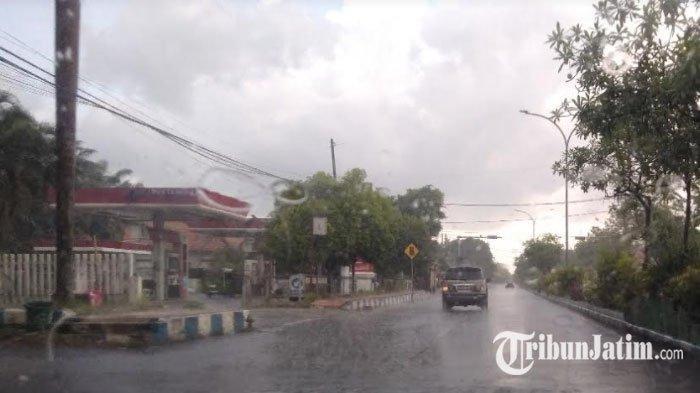 Bangkalan Madura Diguyur Hujan saat Musim Kemarau, BPBD Minta Warga Waspadai Potensi Bencana
