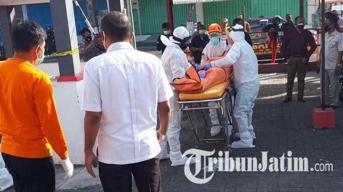 Dikira Tidur, Pria di Pos Keamanan Pasar Wage Kota Blitar Dibangunkan Warga, Tubuhnya Tak Bergerak