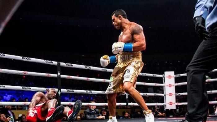 Perasaan Evander Holyfield Usai Kalah TKO dari Petarung MMA: Ini Sangat Menyedihkan