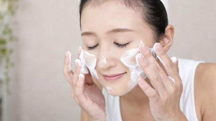 Beberapa Mitos Cuci Muka yang Dibantah Dermatolog, di Antaranya Harus Bersihkan Wajah 2 Kali Sehari