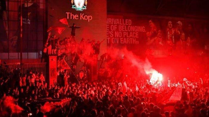 Covid-19 Tak Surutkan Kemeriahan Fans Liverpool Rayakan Gelar Juara, Ribuan Orang Tumpah ke Jalanan