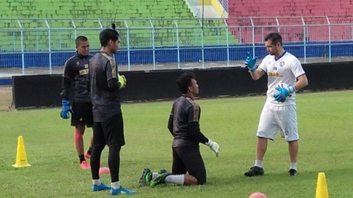 Sempat Dikarantina, Pelatih Kiper Arema FC Felipe Americo Girang Bisa Gabung ke Tim Singo Edan Lagi