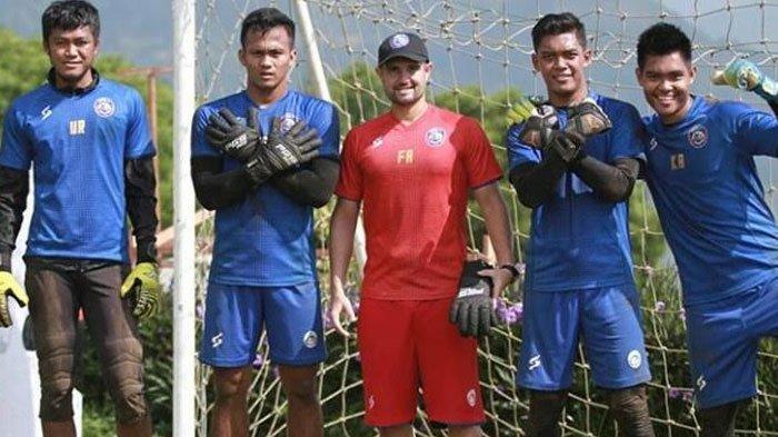 Kiper Arema FC Sudah Kemasukan Tiga Gol, Ini Komentar Sang Pelatih