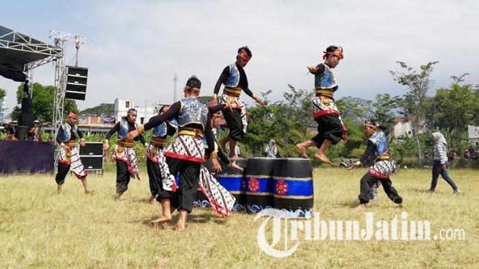Kelompok Seni dari 18 Desa Ramaikan Festival Olahraga Tradisional di Kota Batu