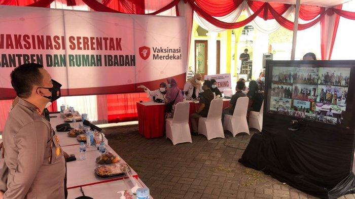 Vaksinasi di Ponpes Gresik Langsung Dipantau Presiden Jokowi via Daring