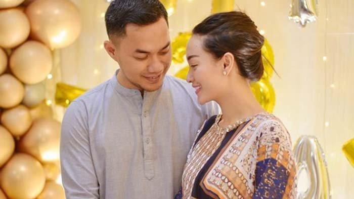 Foto kebersamaan Sirajuddin Mahmud dan istrinya, Zaskia Gotik