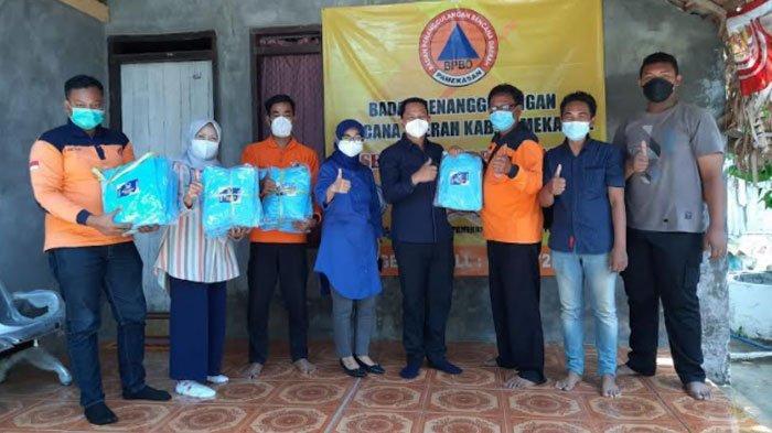 DPD Partai Nasdem Pamekasan Berikan Bantuan Baju Hazmat ke FRPB, Peduli Kesehatan Relawan Covid-19