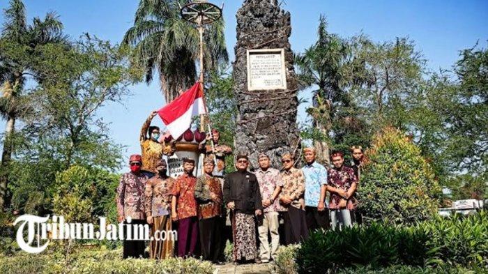Kibarkan Merah Putih, FSK2P Beber Sejarah Berdirinya Tugu Pahlawan di Monumen Arek Lancor Pamekasan