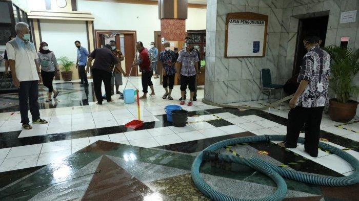 Kantor Gubernuran Banjir, Ganjar Pranowo Perintahkan Pengerukan Saluran Air