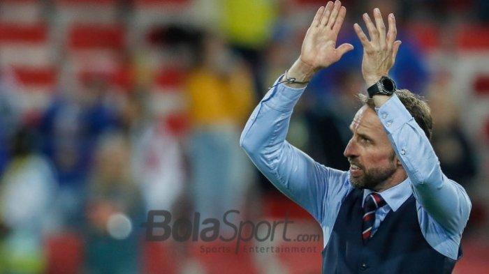 Tampilan Necis Gareth Southgate Bikin Rompi di Rusia dan Inggris Laris Manis